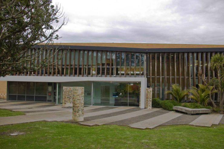 Linfan Dong Birkenhead Library